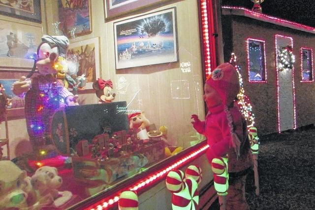 Mt. Airy News | Pilot Mountain display lights the holiday season